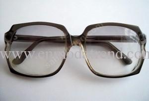 büyük çerçeveli gözlük
