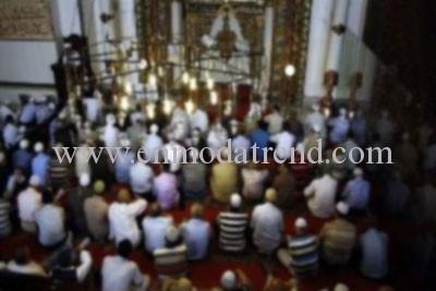 camide konuşan insanlar