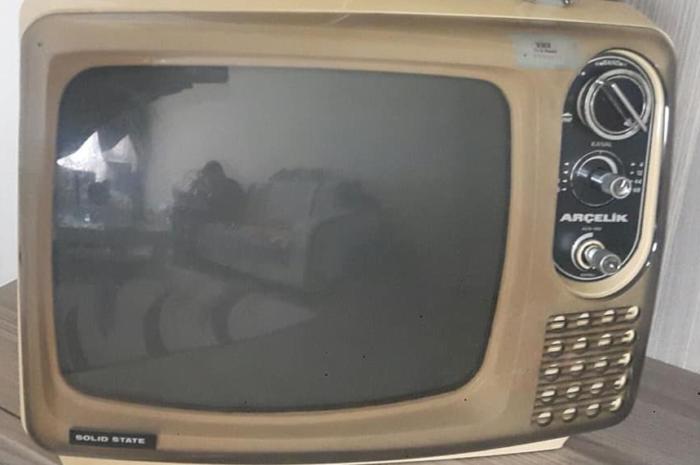 Arçelik markasının ilk çıkan tüplü televizyonlarından antika değeri var