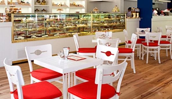 ikinci el cafe masa sandalyesi kırmızı beyaz renginde